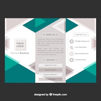 Trifold brochureontwerp met geometrische vormen