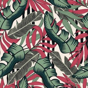 Tropisch naadloos patroon met rode en groene bladeren op witte achtergrond