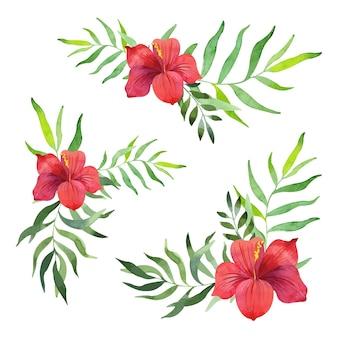 Tropische bloemen tussen palmbladeren