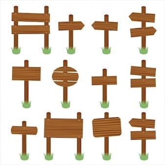 Twaalf houten borden