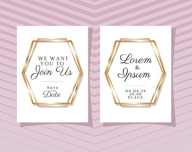 Twee huwelijksuitnodigingen met gouden frames op roze gestreepte achtergrond