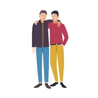 Twee jonge stijlvolle mannen staan samen, kijken elkaar aan en omhelzen elkaar. paar goede vrienden. mannelijke stripfiguren geïsoleerd op een witte achtergrond. gekleurde vectorillustratie in vlakke stijl.