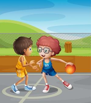 Twee jongens spelen basketbal aan het hof
