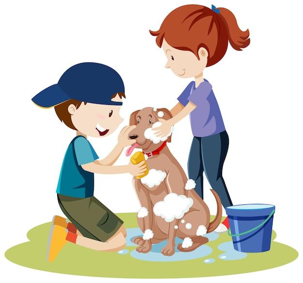 Twee kinderen badende hond met bubbelschuim op het geïsoleerde beeldverhaal van het hondlichaam