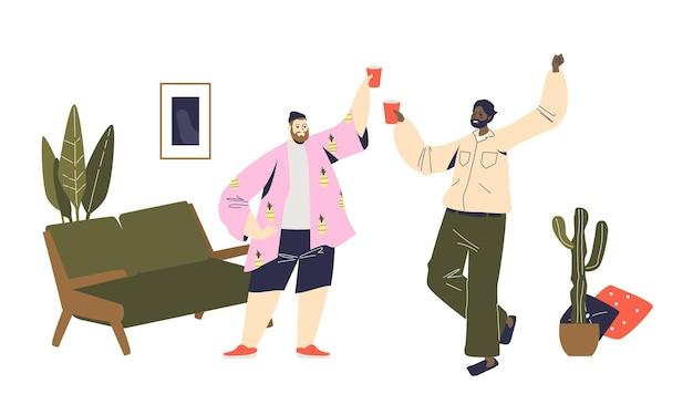 Twee mannen juichen met plastic glazen tijdens thuisfeest