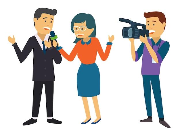 Twee nieuwsverslaggever die door cameraman wordt geregistreerd