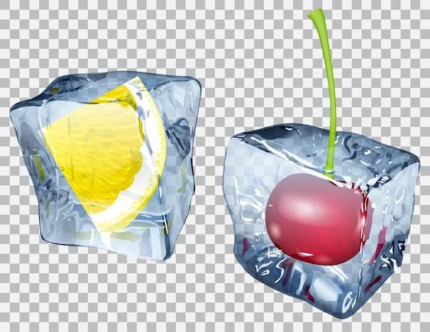 Twee transparante ijsblokjes met bevroren kers en schijfje citroen
