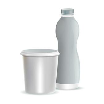 Twee witte plastic verpakkingen voor het dessert of de room van melkyoghurt