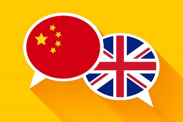 Twee witte tekstballonnen met vlaggen van china en groot-brittannië