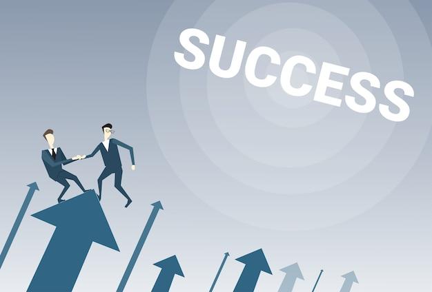 Twee zakenlieden staan op financiële pijl-omhoog