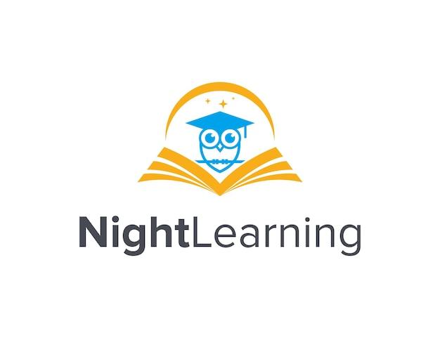 Uil afstuderen met boek en maansikkel eenvoudig strak creatief geometrisch modern logo-ontwerp