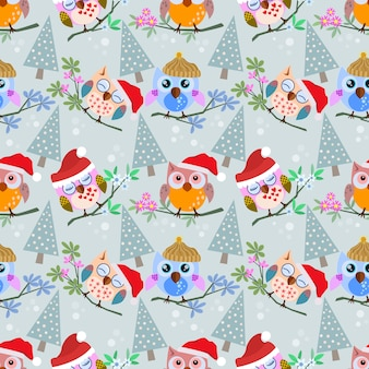 Uil met kerstmishoed en boom op takpatroon.