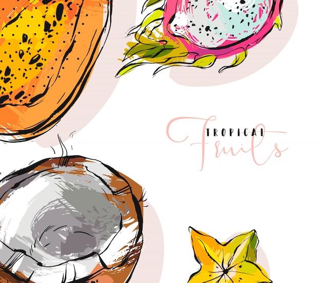 Uit de vrije hand gestructureerde ongebruikelijke achtergrond met exotische tropische vruchten papaja, drakenfruit, kokosnoot en carambola illustraties geïsoleerd op wit