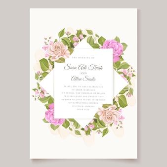 Uitnodiging ontwerp met bloemenkrans