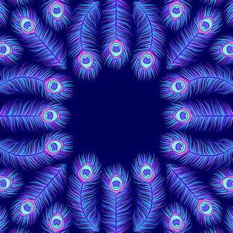 Uitnodigingskaart met kleurrijke pauwenveren op donkerblauw