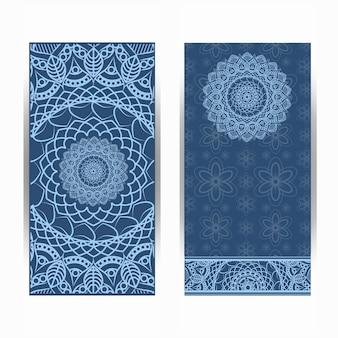Uitnodigingskaart vintage design met mandala patroon op paarse achtergrond vector