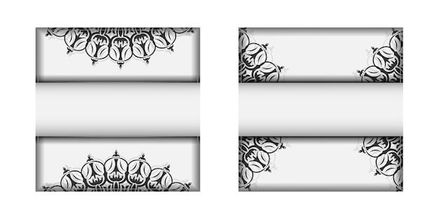 Uitnodigingskaartontwerp met ruimte voor uw tekst en vintage ornamenten. ansichtkaartontwerp witte kleuren met mandala's.