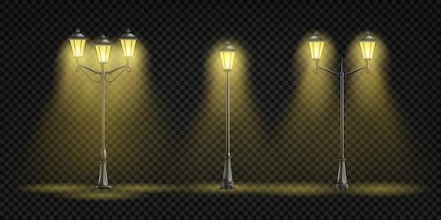 Uitstekende straatlantaarns die met geel licht gloeien