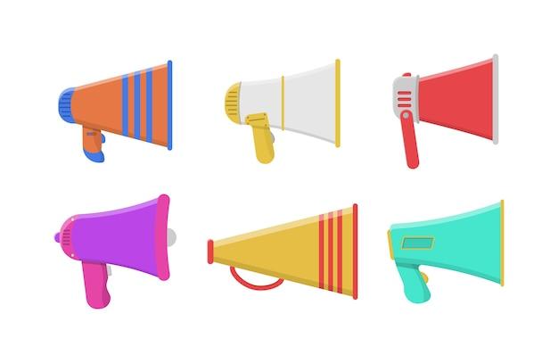 Uitzending, marketinginformatie en toespraken. reeks kleurrijke megafoons in plat ontwerp dat op witte achtergrond wordt geïsoleerd. luidspreker, megafoon, pictogram of symbool.