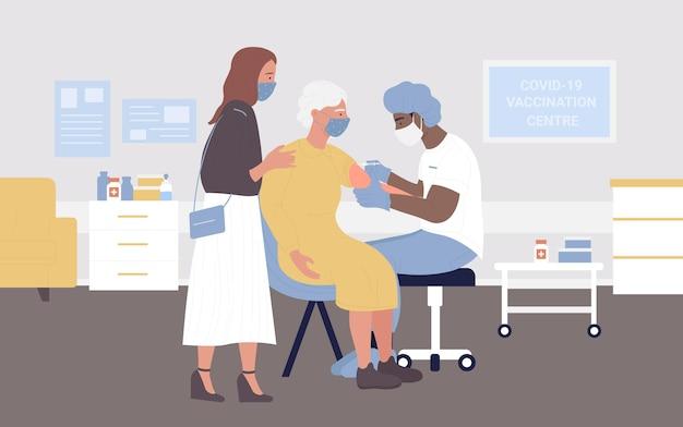Vaccinatieziektebehandeling artskarakter die vaccininjectie maakt aan oude hogere vrouw