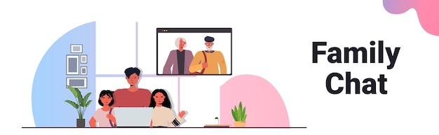 Vader en kinderen hebben virtuele ontmoeting met grootouders in webbrowservenster tijdens videogesprek