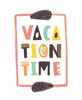 Vakantie tijd belettering geschreven met kalligrafische lettertype en versierd met schelpen