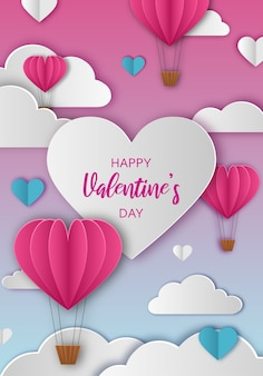Valentijnsdag groet met papieren wolken en hartvormige hete lucht ballonnen