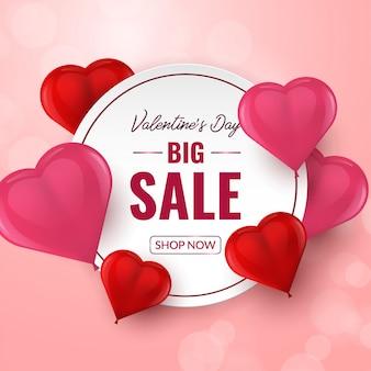 Valentijnsdag grote verkoop banner met rode en roze 3d hartvormige ballonnen.