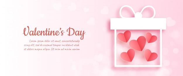 Valentijnsdag met harten in geschenkverpakking in papier knippen en ambachtelijke stijl.