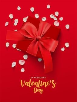 Valentijnsdag poster. rode geschenkdoos en roze rozenblaadjes op rode achtergrond.