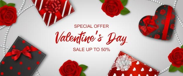 Valentijnsdag verkoop banner met geschenkdozen en rode rozen