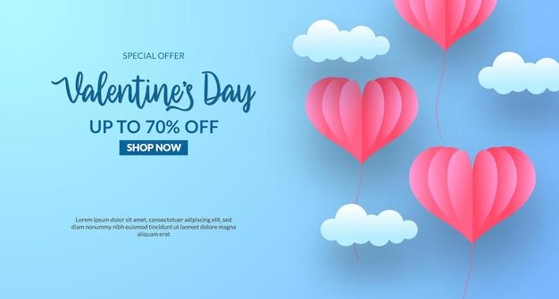 Valentijnsdag verkoop banner met hartballon in de lucht. papier gesneden stijl