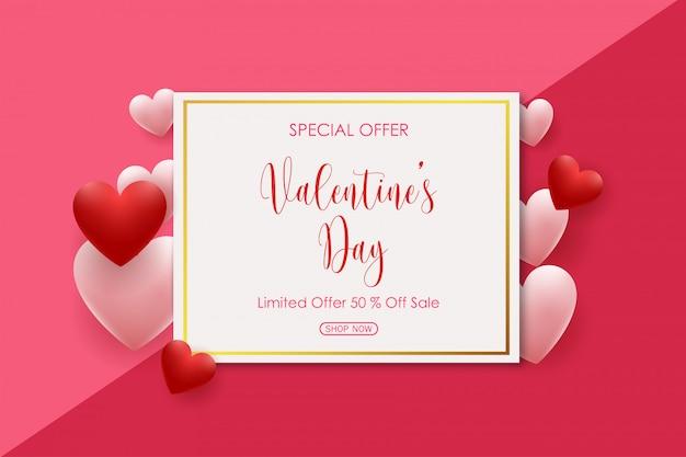 Valentijnsdag verkoop met roze en rood gevormde harten ballonnen