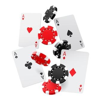 Vallende azen en casinofiches met geïsoleerd op witte achtergrond
