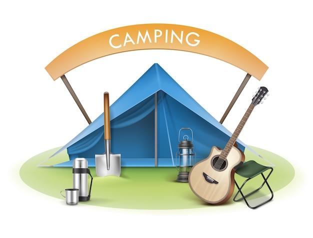 Vector camping zone met blauwe tent, klapstoel, gitaar, schop, thermoskan, lantaarn en bord