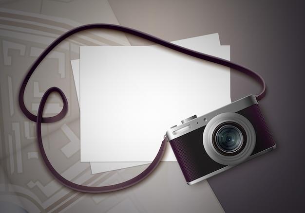 Vector compacte fotocamera met riem en blanco foto's voor copyspace bovenaanzicht op tafel