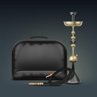Vector gouden nargile voor het roken van tabak gemaakt van metaal met opgerolde waterpijp slang en draagtas geïsoleerd op donkere achtergrond