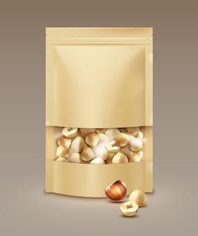 Vector lege verzegelde folie, plastic zak vol gepelde hazelnoten zijaanzicht op lichte achtergrond