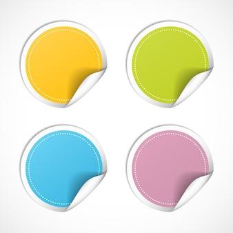Vector ronde stickers met gekrulde rand geïsoleerd op een witte achtergrond