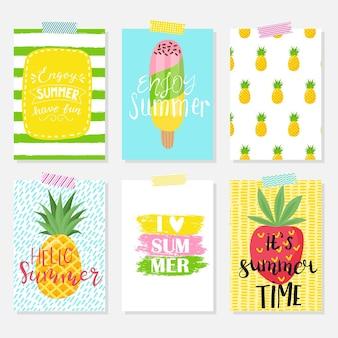 Vector set heldere zomerkaarten. mooie zomerse posters met bananen, palmbladeren, zinnen. journaal kaarten.