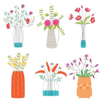 Vector set vazen met bloemen. collectie van heldere tuin decoratieve bloemen op witte geïsoleerde achtergrond. platte cartoon vectorillustratie