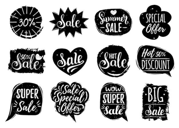 Vector set verkoop belettering in komische tekstballonnen. kortingskaarten collectie van speciale aanbieding enz. handgetekende illustraties van labels en logo's.