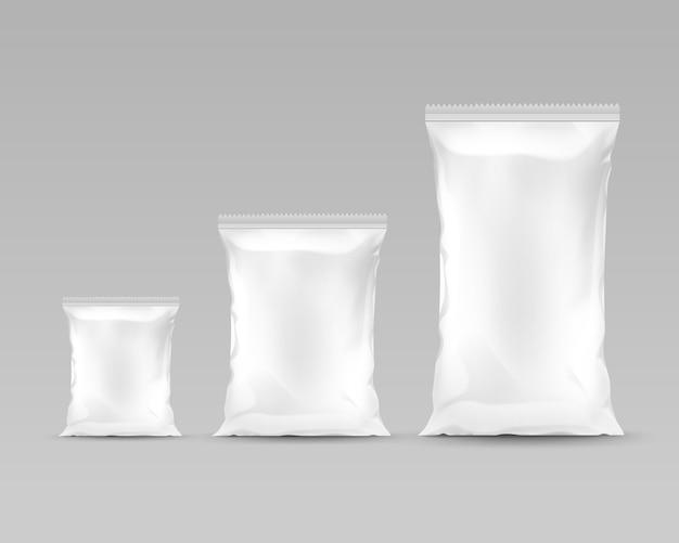 Vector set verticale verzegelde lege plastic folie zakken van verschillende grootte voor pakketontwerp
