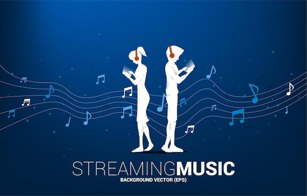 Vector silhouet man en vrouw met mobiele telefoon en hoofdtelefoon en muziek melodie noot dansende stroom. concept achtergrond voor lied en concert thema.