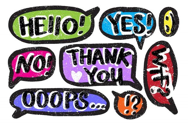 Vector spraak bubbels doodle stijl. hand getrokken call-outs met verschillende woorden.