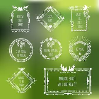 Vector tribal frames met plaats voor uw tekst. set van lineaire contour, hipster hoorn veer illustratie