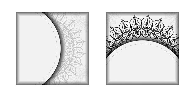 Vector voorbereiding van uitnodigingskaart met plaats voor uw tekst en vintage ornament. printklare ansichtkaartontwerp witte kleuren met mandala's.