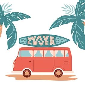Vector zomer cartoon afbeelding met auto of bus surfplank palm en belettering wave lover
