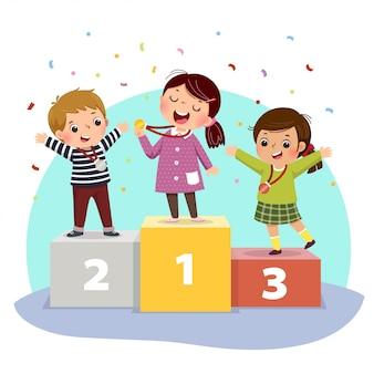 Vectorillustratie van drie kinderen met medailles staan op winnaars voetstuk.