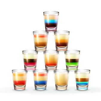 Vectorpiramide van verschillende gekleurde gestreepte alcoholische schoten die op witte achtergrond worden geïsoleerd